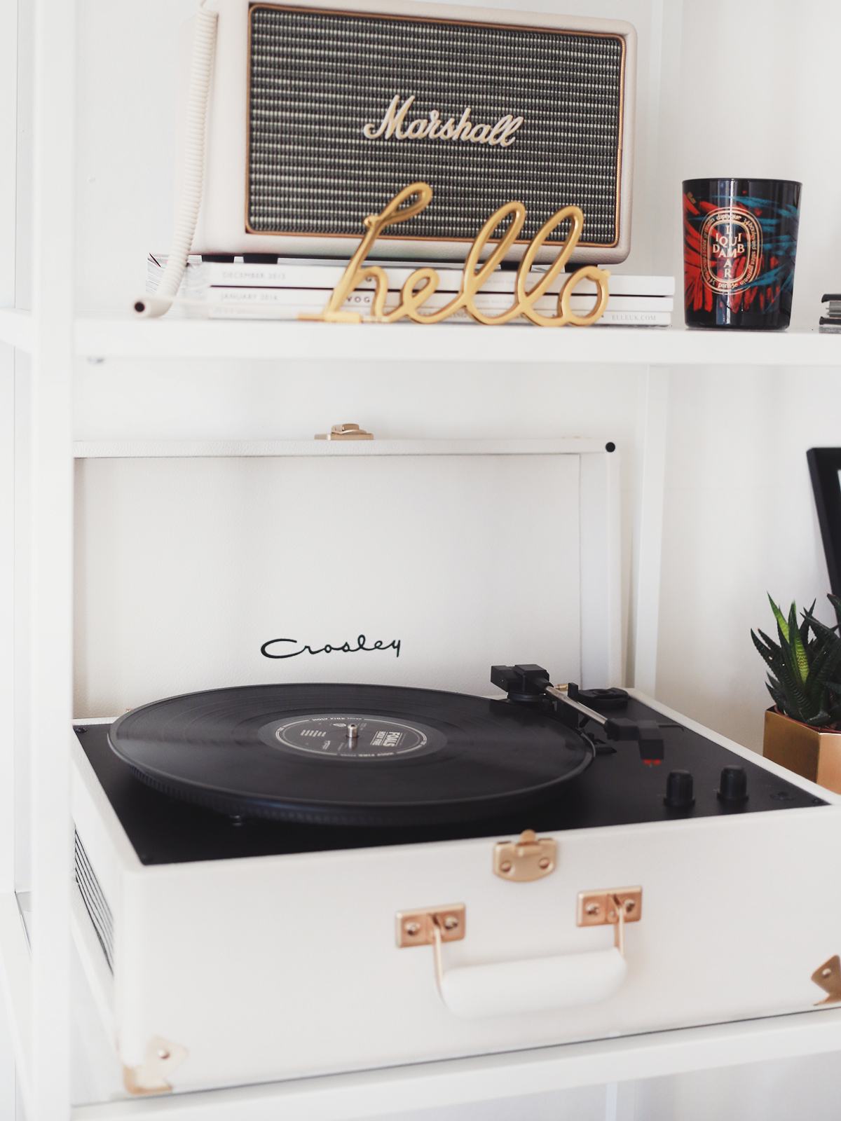 how to work a crosley record player